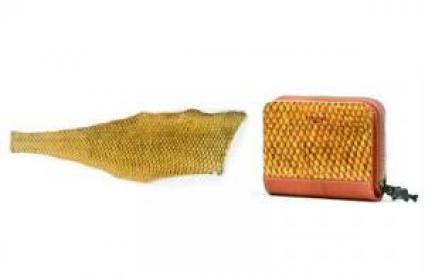 水草で染色したブラックバス革および財布